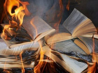 Избиблиотек Архангельской области изъяли книги, которые распространялись при помощи Фонда Сороса