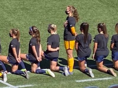 Футболистка Саманта Мерфи, не вставшая на колени. Фото: e1.ru